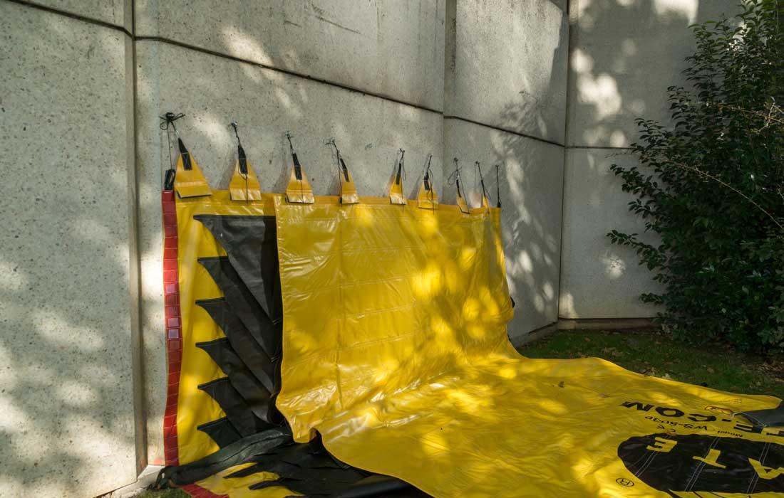 Point de départ de la protection inondation. Le barrage flexible Water-Gate© prend appui sur un mur étanche.