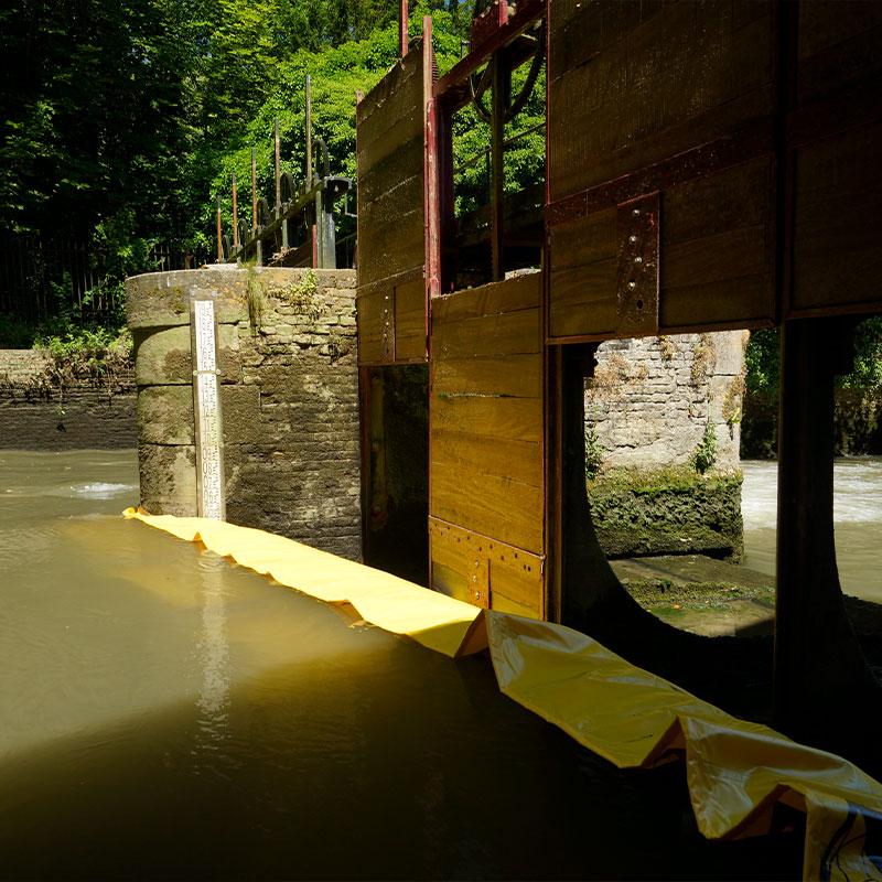 Restaurering av vinnningen av Moulin de Pidou från 1400-talet Rivière Aa - Flexibel Water-Gate Cofferdam © WA-2850