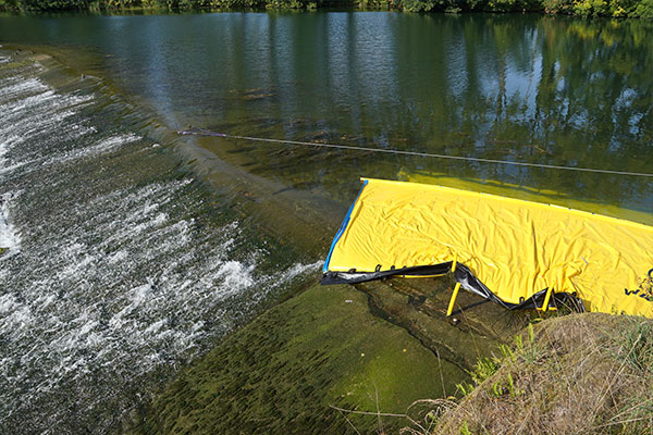 Water-Gate © WA-6050 kofferdam, vars ände dör på en platt tröskel med låg sluttning.